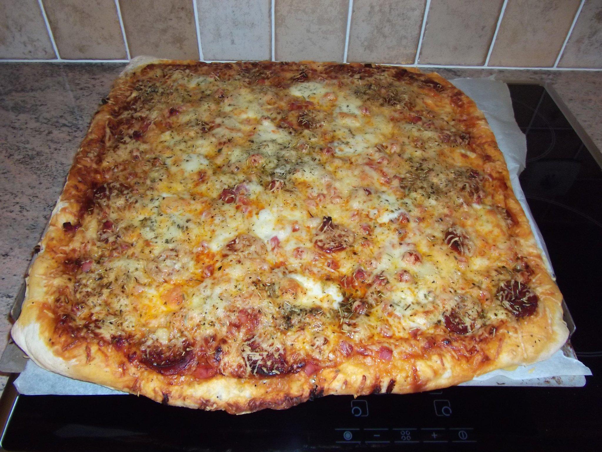 pizza p 226 te 233 paisse au chorizo de daniel