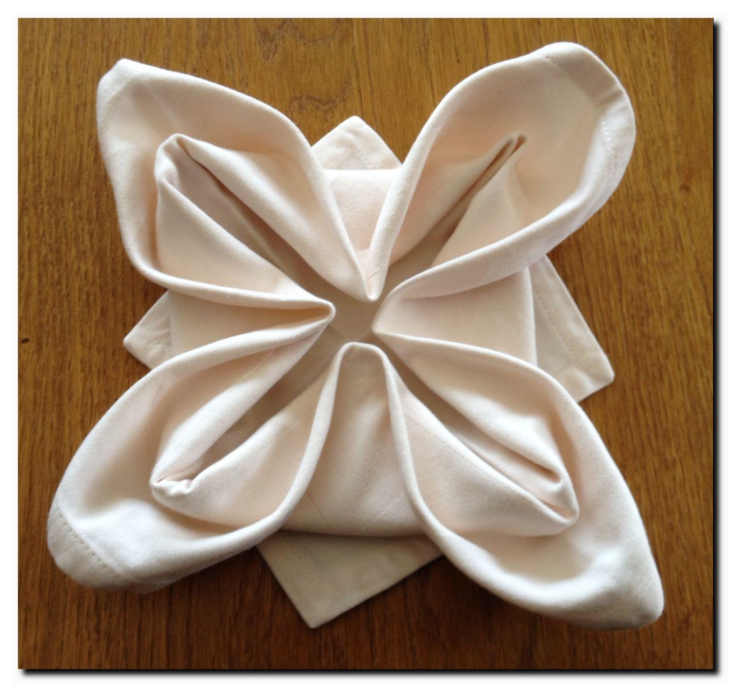 Pliage de serviettes en fleur de lys blog de daniel - Pliage de serviette en forme de fleur ...